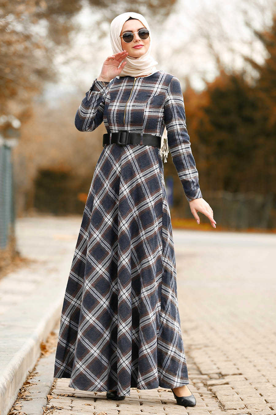 Fermuar Detaylı Ekoseli Kahverengi Tesettür Elbise 8387KH