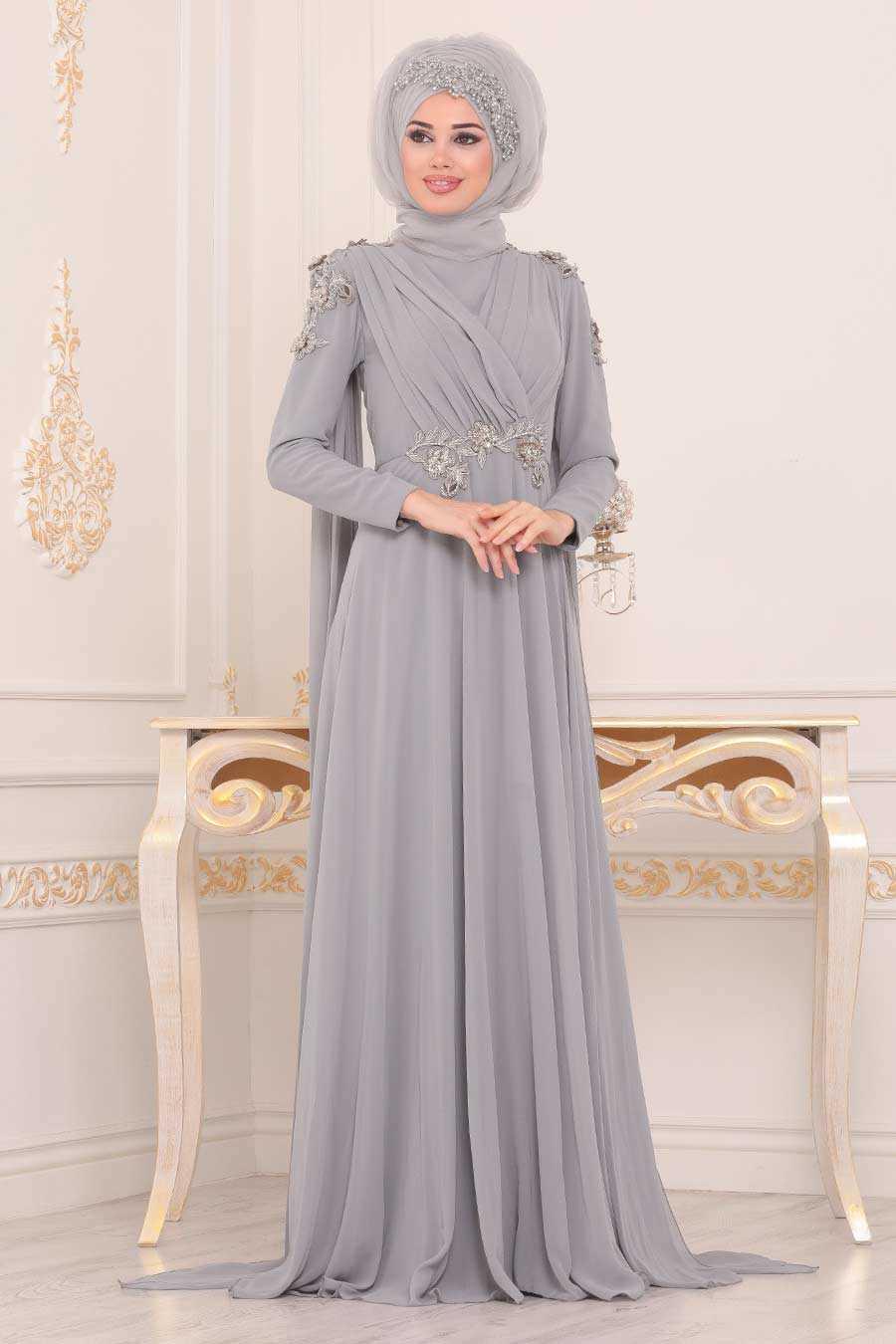 Pul Detaylı Gri Tesettürlü Abiye Elbise 3937GR